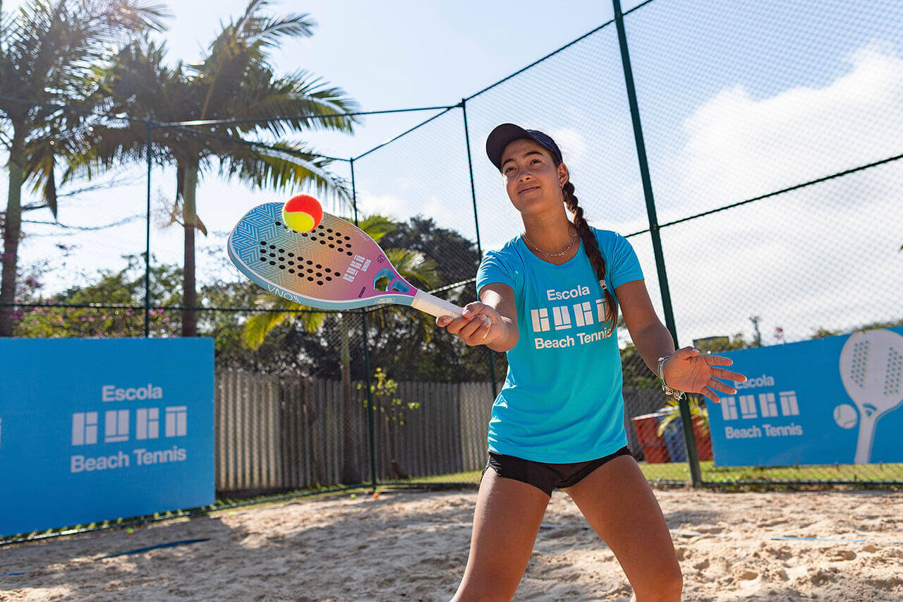https://escolaguga.com.br/wp-content/uploads/2021/07/PRINCIPAL-HOME-_-Beach-Adulto-ESCOLA-GUGA-@-Beach-Tennis-foto-Caio-Graca-325-1.jpg